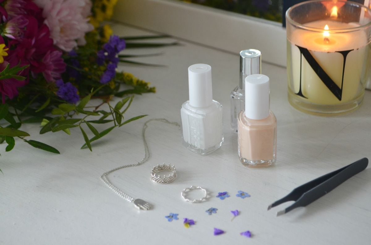 DIY Pressed Flower Manicure